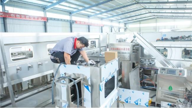 【万达环保】全自动300桶矿泉水生产设备是如何运行的生产的