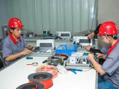工厂电控装配